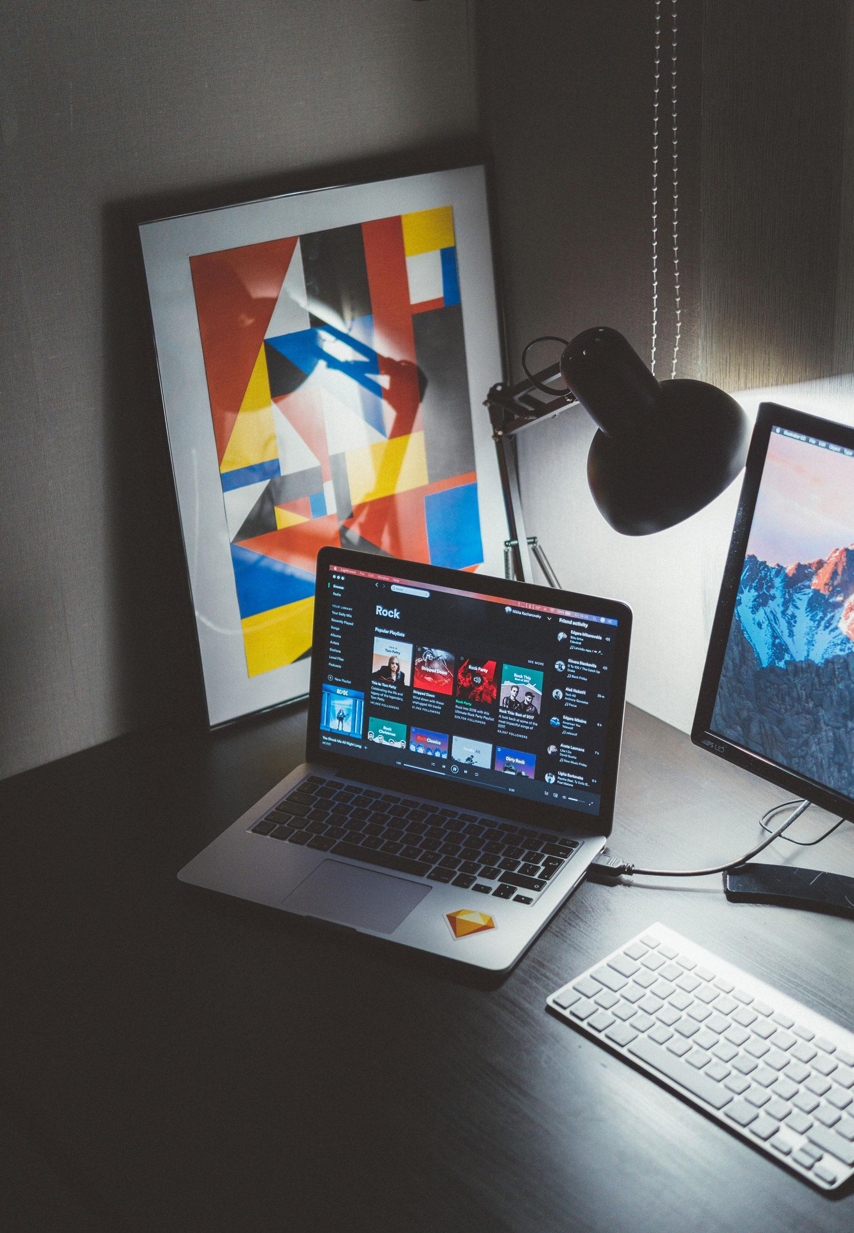 Graphiste, webdesigner - Idioma Production